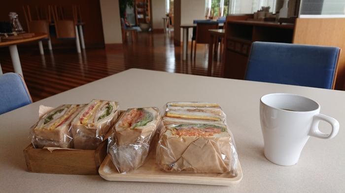 珈琲とサンドイッチ