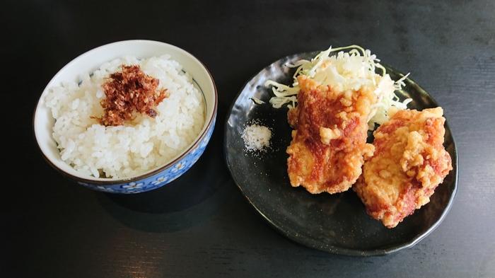 ご飯と唐揚げ