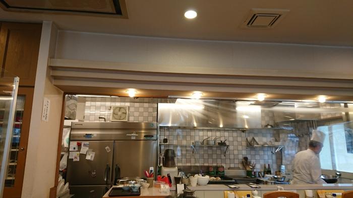 キッチンたきがわの店主と店内の様子