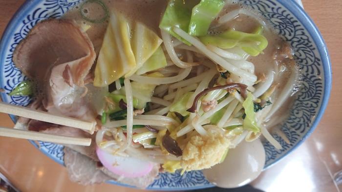 野菜たっぷりのラーメン