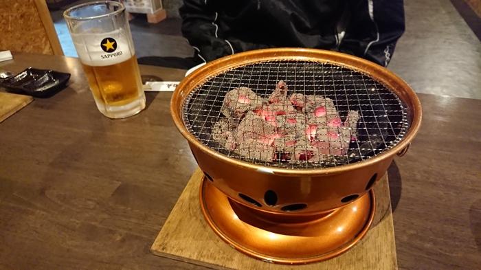 炭火七輪で焼く贅沢なお肉