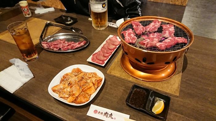 肉丸の食事風景