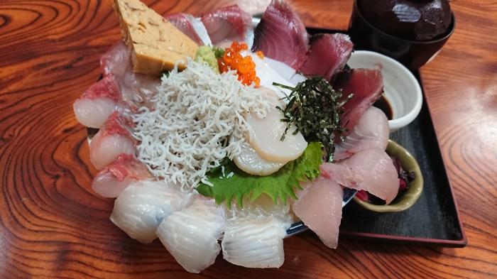 八代のボリューム満点の海鮮丼